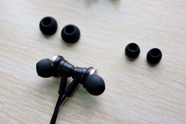 開箱|S79 藍牙4.1頸掛磁吸鋁製入耳式耳機IMG_3982.jpg